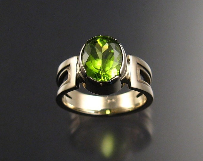 Peridot ring, 18k white Gold, size 6 1/2