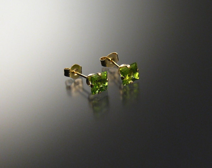 Peridot square posts, 14k Gold