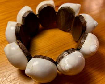 Indonesian Sono wood and white shell stretch bracelet