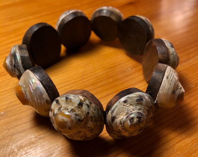 Indonesian Sono wood and shell stretch bracelet