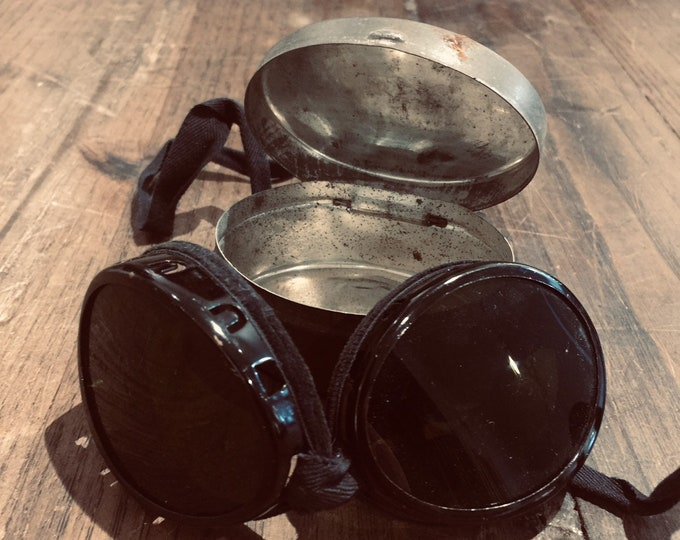 Ww2 Swiss military goggles with tin storage box.