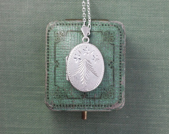 Evergreen Engraved Small Oval Locket Necklace, Vintage Sterling Silver Photo Pendant - Fir Love