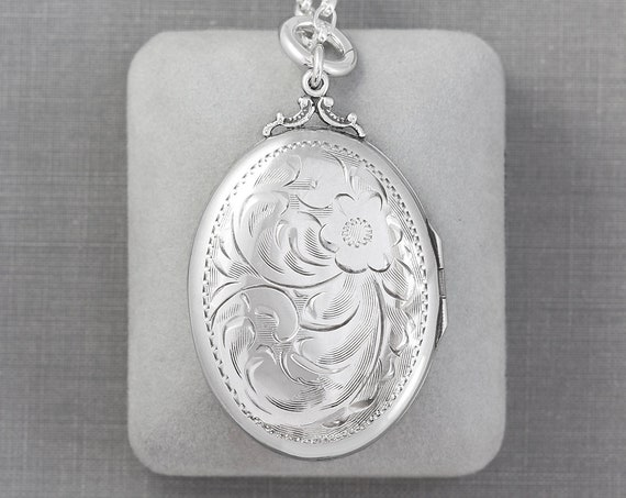 Large Oval Sterling Silver Vintage Locket Necklace, Photo Pendant on 20 Inch Thick Rolo Chain - Silver Statement