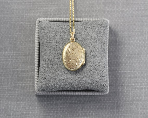 Tiny Gold Filled Oval Locket Necklace, Small Dainty Vintage Pendant - Pretty Little Locket