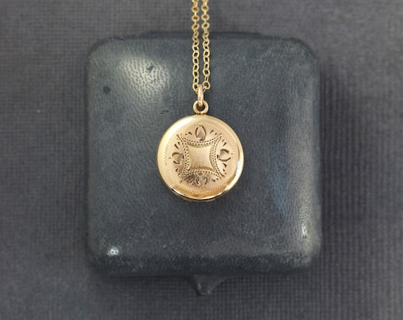 RESERVED Layaway Vintage Small Round Gold Locket Necklace, 12 Karat Gold Filled Photo Pendant - La Mode