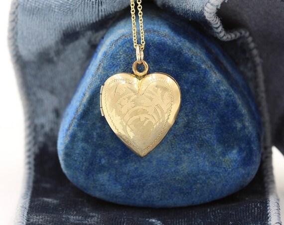 Gold Heart Locket Necklace, Vintage Circa 1950's Photo Pendant - La Mode