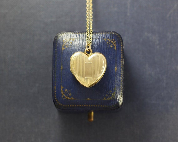 Gold Filled Heart Locket Necklace, Vintage Striped Engraved La Mode Pendant - Medallion