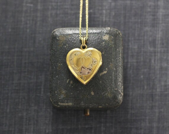 Small Gold Heart Locket Necklace, Circa 40's Sweetheart Hayward Vintage Photo Pendant - American Classic