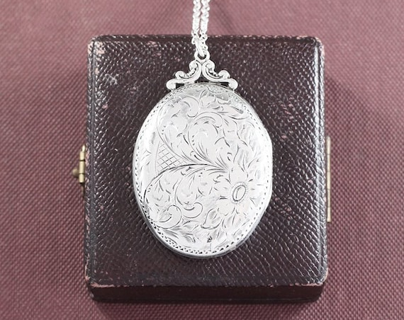 1940's Sterling Silver Locket Necklace, Classic Oval Vintage Photo Pendant - Celosia