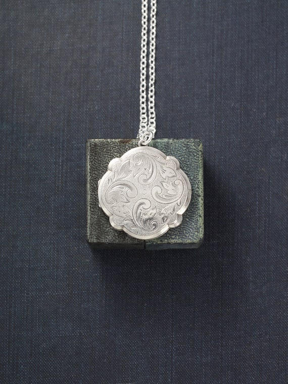 Scalloped Round Sterling Silver Locket Necklace, Rare 1977 Vintage Photo Pendant - Wispy Swirls