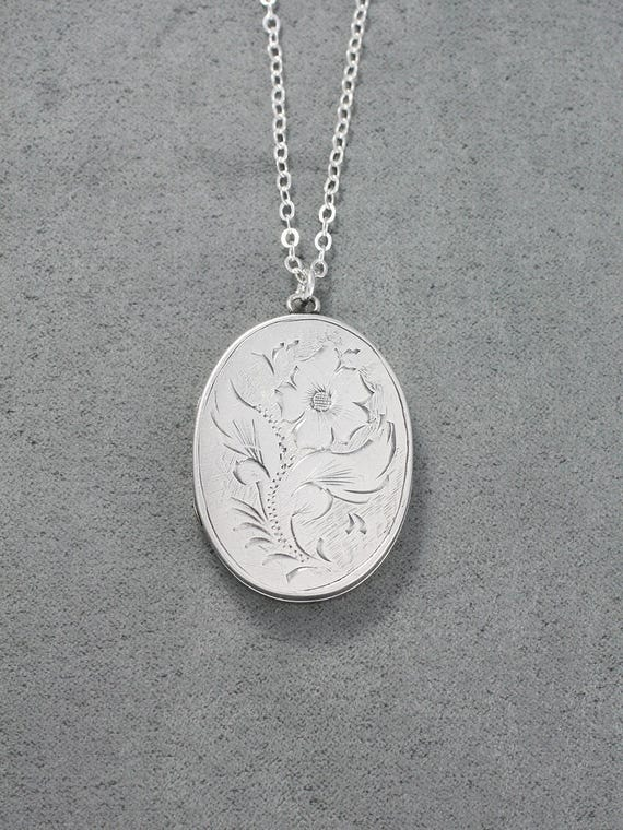 Sterling Silver Locket Necklace, Large Oval Vintage Birmingham 1971 Photo Pendant - Primrose