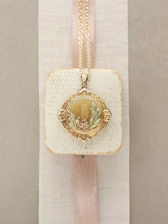 Round Gold Filled Locket Necklace, Hayward Photo Picture Pendant with Fancy Top - Vintage Charm