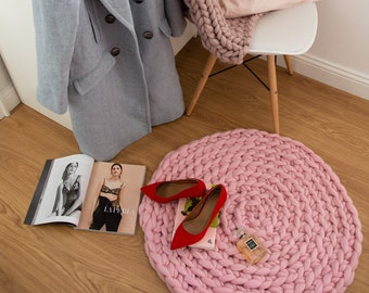 Pink Chunky Knit Round Rug. Floor Mat