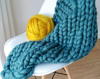 Gifts Mom Wants, holiday gifts for mama, gifts for mom, handmade blanket, knit blanket, chunky blanket, Etsy.com