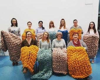 Extreme Arm Knitting. Blanket.  28 April. An Creagan