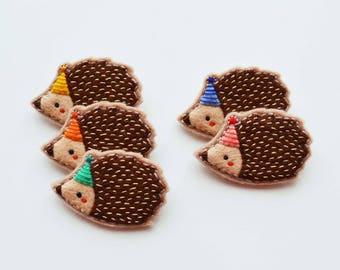 Hedgehog Brooch / Party Hedgehog Felt Brooch / Tiny Hedgehog / Cute Animal Brooch / Woodland Animal Pin / Hedgehog Accessory / Party Hat Pin
