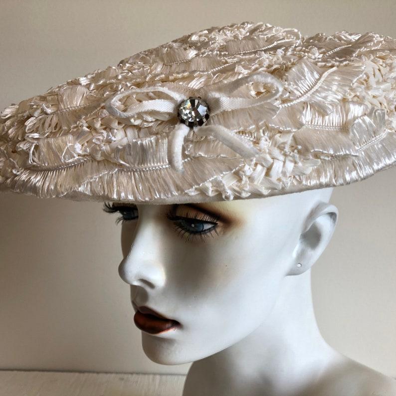 Vintage Cream Saucer Hat  Diamond Bow Detailing  Bucket Wide Brim  Vintage Wedding  Pin Up 50s Hats