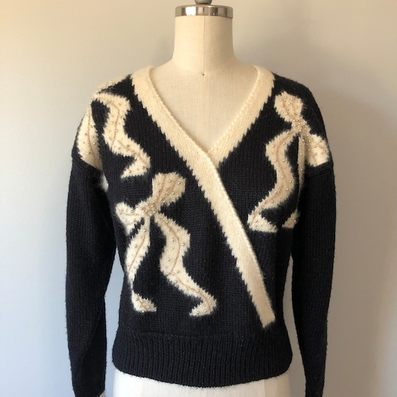 Black Vintage 80s Sweater / Cream Bow Detailing /