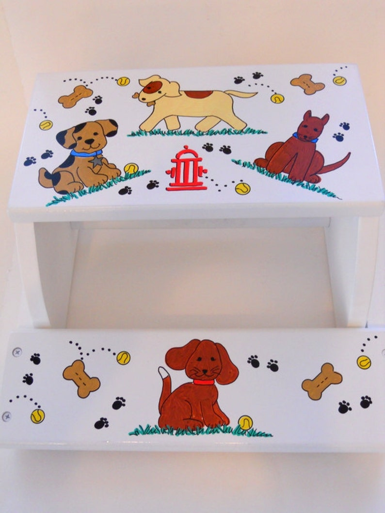 Child/'s Personalized Stool with Dogs and Fire Hydrant