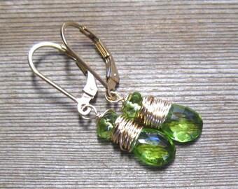 Péridot pierres précieuses boucles d'oreilles, 14K or rempli, août Birthstone Jewelry, vert boucles d'oreilles, fil enroulés, or boucles d'oreilles
