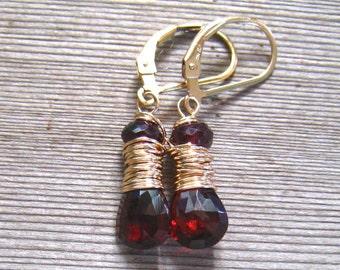 14K grenat boucles d'oreilles, AAA Mozambique grenat, Pierre de Bourgogne pendants d'oreilles, or 14K Gold Filled, bijoux de naissance janvier