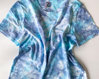 DEEP DIVE Wear Everywhere women's hand dyed tie dye t-shirt / 100% Supima cotton crewneck v-neck t-shirts in baby blue / baby blue tie dye