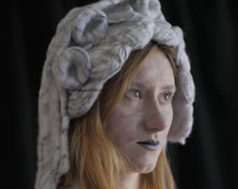 Coiffe de Sculpture en marbre - feutrée à l'aiguille / bonnet / costume / costume de théâtre / sculpturale chapeau / costumes / unique / bizarre / chapeau art