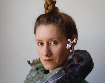 Paysage de FLORA - tour de cou RUFF - - feutrée à l'aiguille - couture - nature - art - bois - champignon - art textile - haute couture - mode vegan
