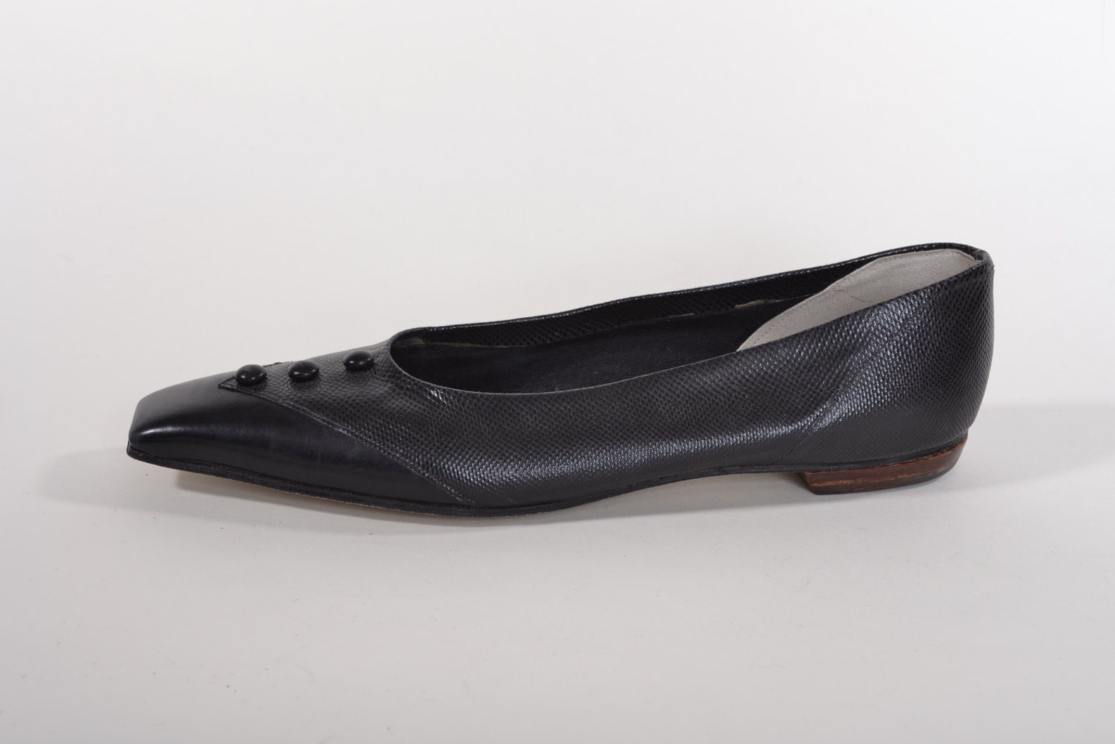 vintage 1960s black flats shoes - pointed square toe ballet flats - size 7.5aa