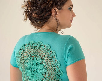 Mint green t-shirt with upcycled vintage crochet doily back - Size L-XL
