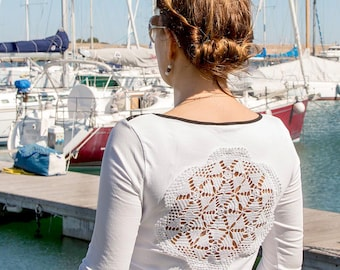White 3/4 sleeves t-shirt with upcycled vintage crochet doily back - size M