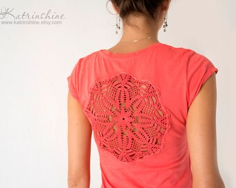 Coral red t-shirt with upcycled vintage crochet doily back - Size XS