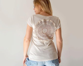 Ecru cream t-shirt with upcycled vintage crochet doily back - Size M-L