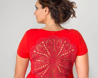 Red t-shirt  with upcycled vintage crochet doily back - Size L-XL