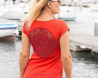 Red t-shirt  with upcycled vintage crochet doily back - Size M