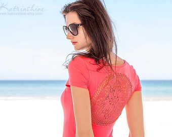 Coral pink t-shirt with upcycled vintage crochet doily back - Size XS