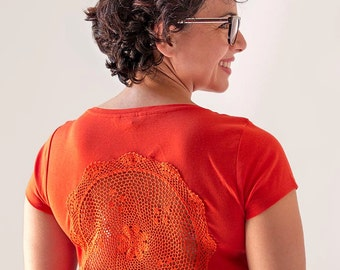 Orange t-shirt with upcycled vintage crochet doily back - Size L