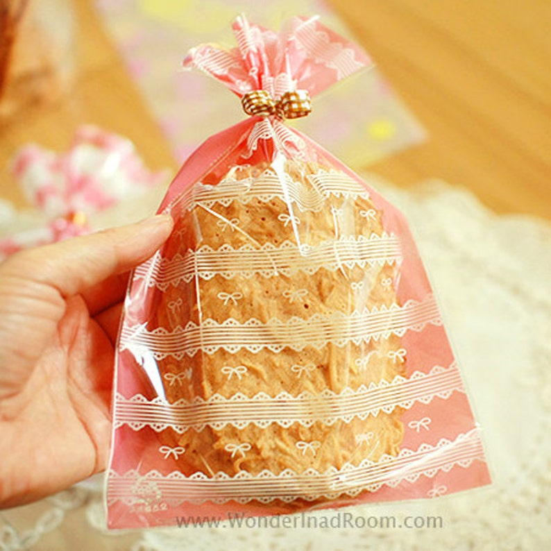 5.1 x 7.9in Pink 20 Ribbon /& Lace Cellophane Bags