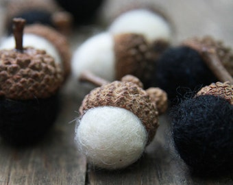 Set of 12 Noir et Blanc Wool Felted Acorns| boho, cottage chic, woodland, rustic, New Years Eve Decor, New Years Favors