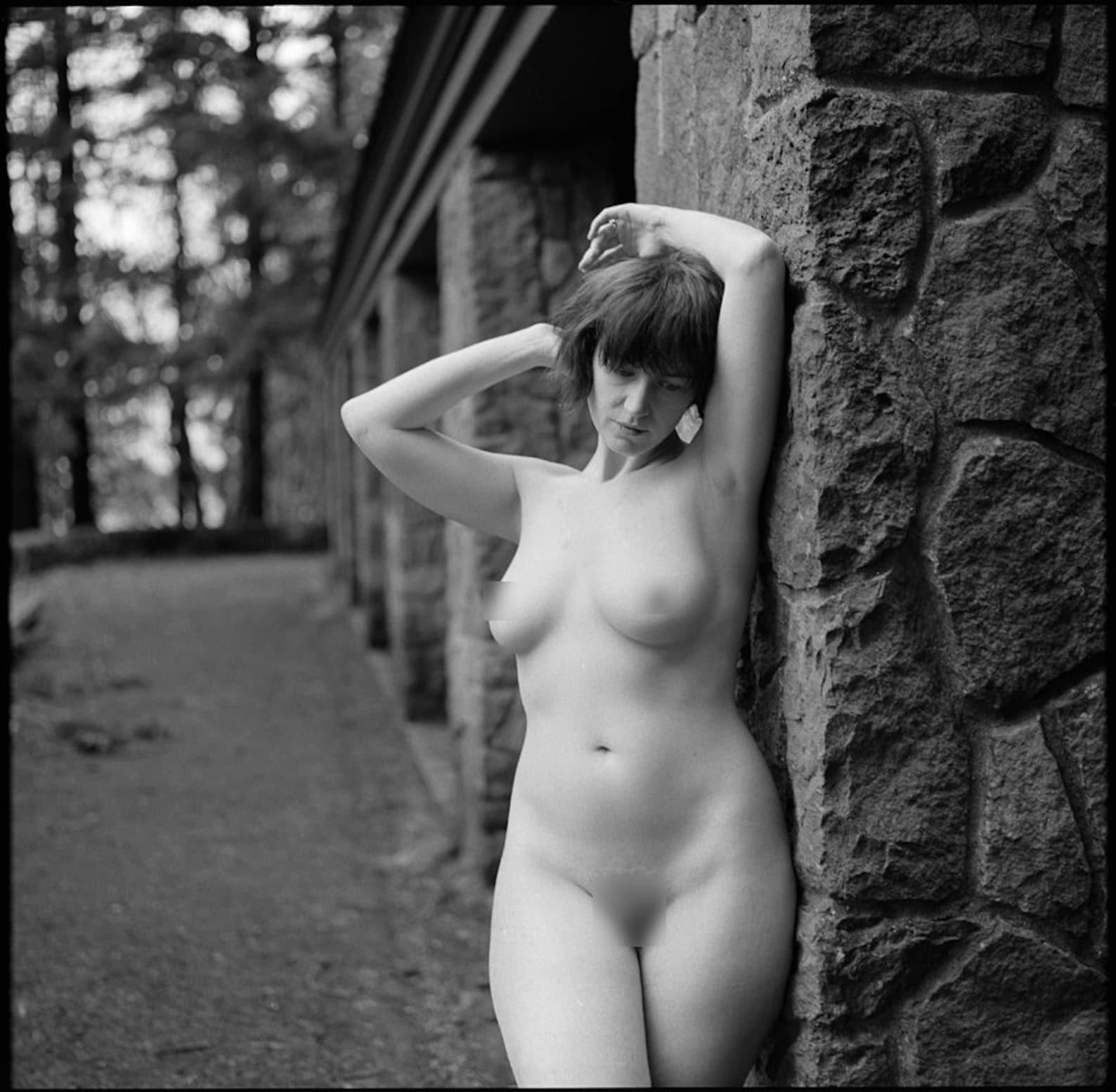 Belle nude in fine art nudes