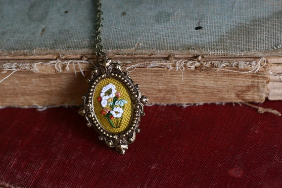Little White Snakeroot bouquet- hand embroidered necklace, white, yellow, summer, bouquet, floral