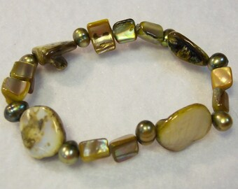 Green Bracelet, Olive Green Mother of Pearl Bracelet, Fresh Water Pearl Bracelet, Elastic Bracelet, Mother of Pearl Nugget Bracelet