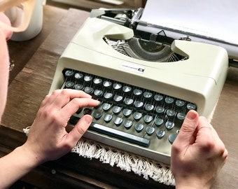 Vintage Underwood 18 Portable Typewriter // Made in Italy // 1960s