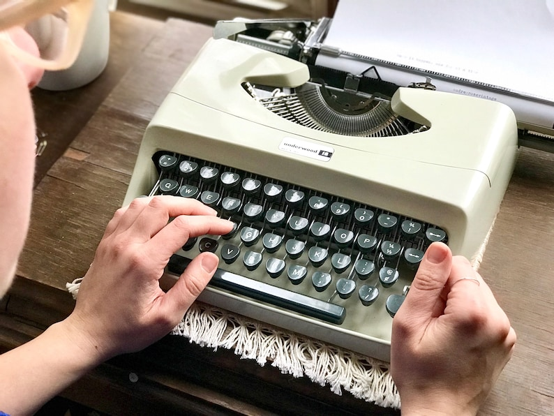 Vintage Underwood 18 Portable Typewriter // Made in Italy // image 0