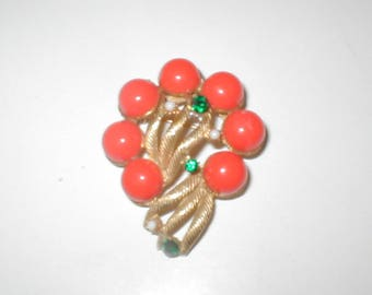 Vintage 1940's coral Brooch