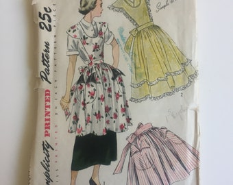 4eabf791cad Simplicity 3021 sewing pattern. 1940s APRON ~ Vintage Sewing Pattern Big  Pockets Half Apron Full Pinafore One Size Simple to Make