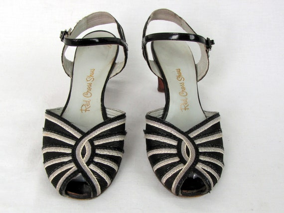 Vintage 1940s Black and White Peep Toe Mesh and L… - image 4