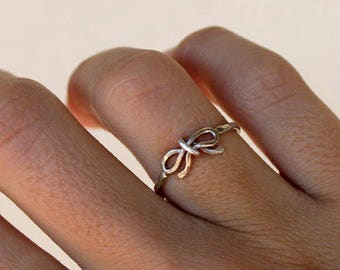 In Stock - Small Bow Reminder Ring