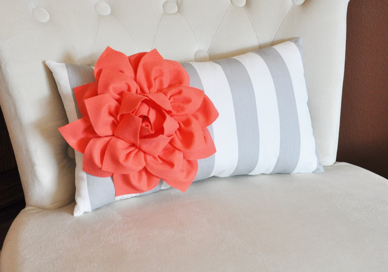 kissen kissen streifen lendenkissen koralle dahlie auf etsy. Black Bedroom Furniture Sets. Home Design Ideas