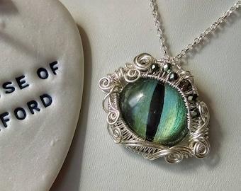 Eye pendant, Green dragoneye pendant, dragon eye, cat eye, wirewrapped in silver, fantasy pendant, mythical creature, animal